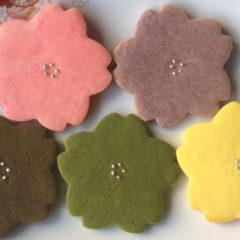 米粉のさくらクッキー 1枚¥100(税抜)
